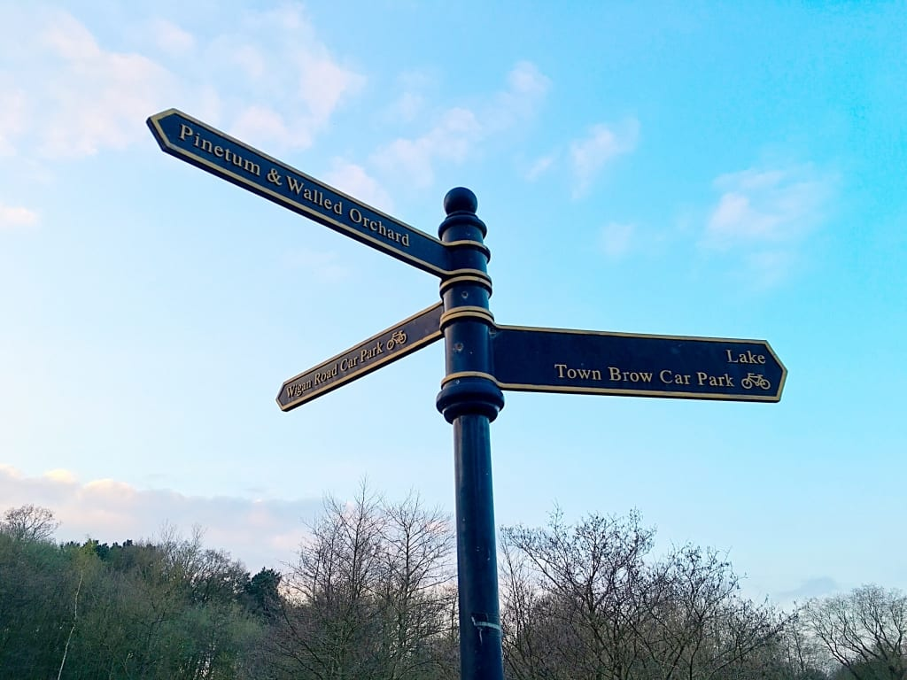 Cuerden Valley Sign Post